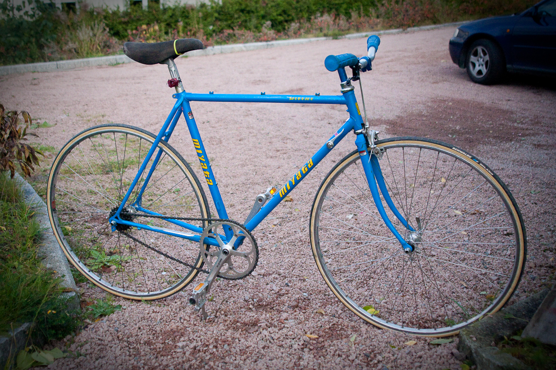 (click on the picture to view it bigger) Bicycled from Oslo to Vollen on my singlespeed today :) What a feeling! Next on the project: New wheel in the back with fixed gear or flip/flop nav. New chain: Blue, yellow, or gold? please help me choose! New yellow pedals? Yes or No? New seat? which color? Any particular recomendations?