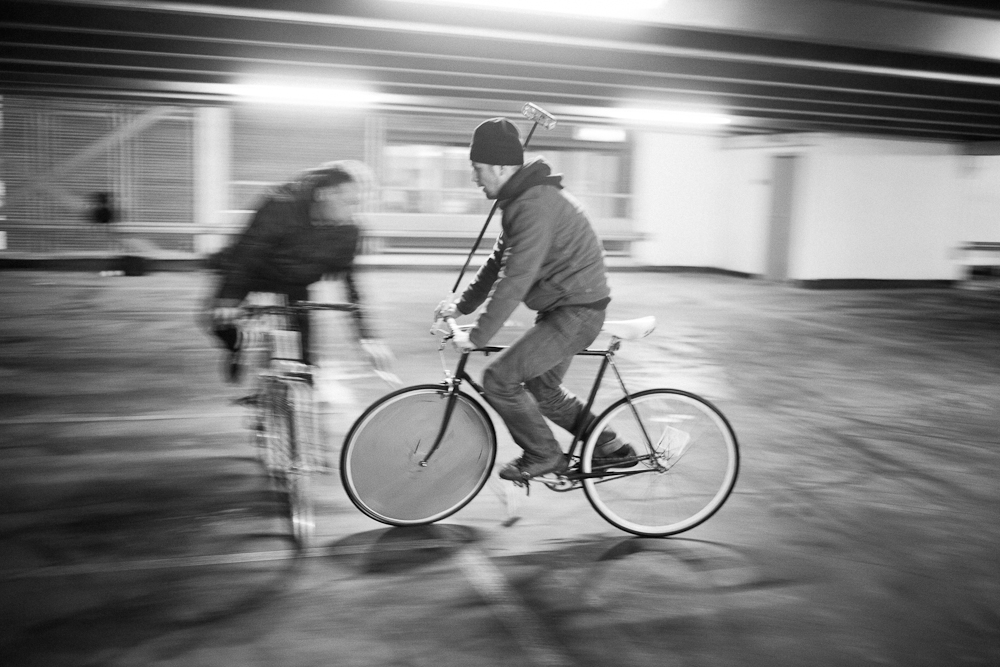 Passing through Skøyen (Oslo, Norway) 06.-02-'11 #bike polo #fixie #crash