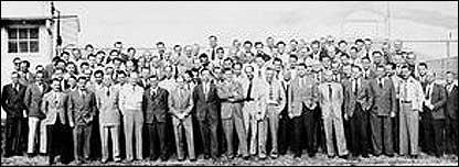 Grupa 104 niemieckich naukowców, wśród nichWernher von Braun   i Arthur Rudolph   - Fort Bliss  , 1946