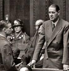 Fritz ter Meer  odpowiada na pytania w procesie norymberskim.