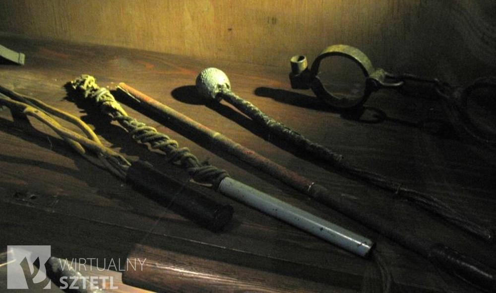 Narzędzia tortur używane przez Gestapo na alei Szucha (źródło: muzeumniepodleglosci.art.pl/filia_muzeum_wiezienia_pawiak.php)