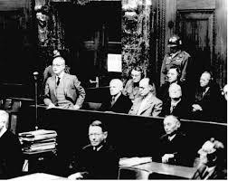 Franz Schlegelberger (przy mikrofonie)przed Trybunałem w Norymberdze, 1947 rok (źródło:  learning-from-history.de )