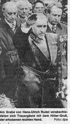 Pogrzeb Hansa Ulricha Rudla (źródło:  ww2gravestone.com/general/rudel-hans-ulrich )