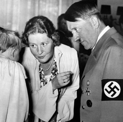 Gertrud Scholtz-Klink i Adolf Hitler  http://forum.christogenea.org/viewtopic.php?f=60&t=5445