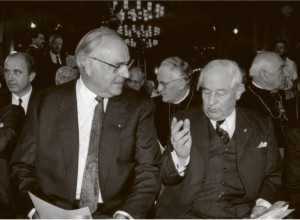 Przewodniczący Zw. Wypędzonych BdV Herbert Czaja i kanclerz Helmuth Kohl  (źródło:  http://kulturportal-west-ost.eu/ )