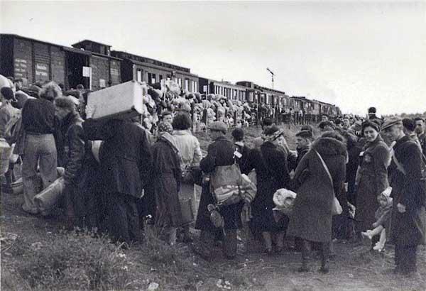 Kolejny transport więźniów do obozu zagłady (źródło:   zugdererinnerung.de )