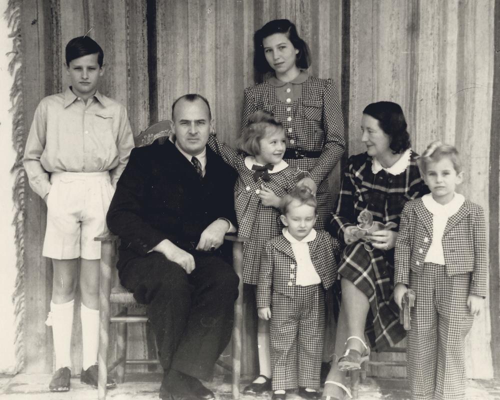 Rodzina Franków, na pierwszym planie najmłodszy Niklas Frank (źródło:   art.ihned.cz )