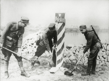 The first post on the Polish border on Oder river put up on 27 February 1945 in Czelino by soldiers of the 6. Independent Bridge Battalion WP (source:   www.thefad.pl  )