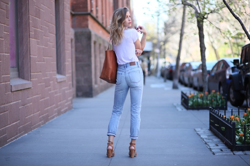 Shoes:Dune London| Jeans:Madewell| Top: Reformation,Similar| Bag:Madewell| Sunnies:Urban Outfitters