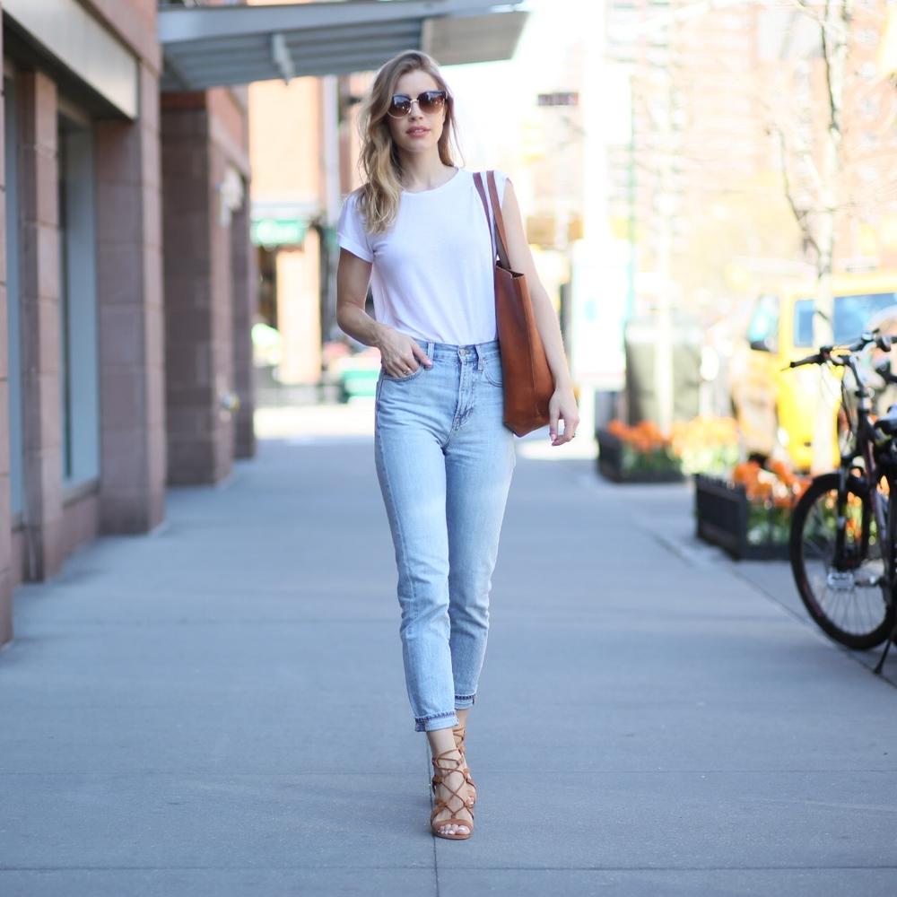 mom jeans white t