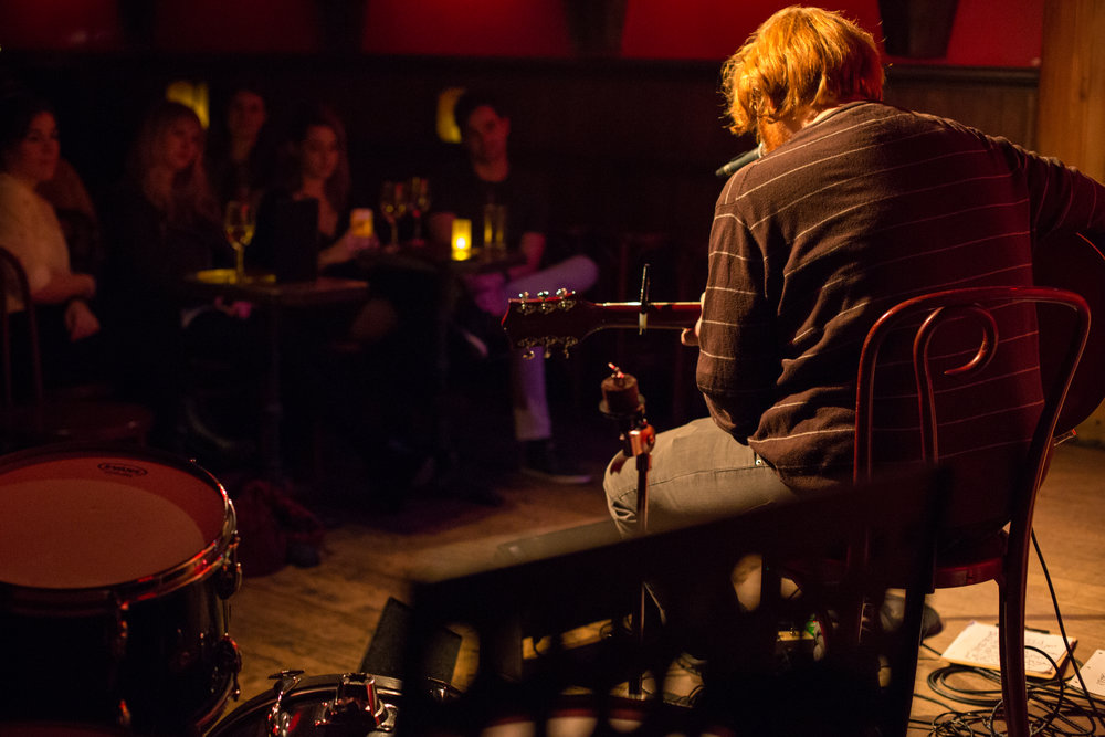 J. Alan Schneider performing in front of an intimate crowd at Rockwood Music Hall, Stage 3. Photo courtesy of Sergio Carrasco.