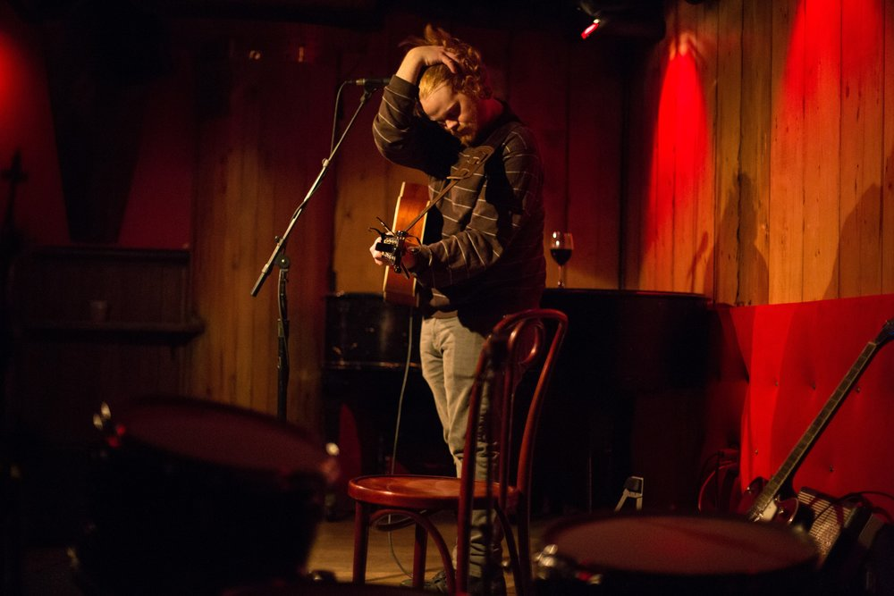 J. Alan Schneider with raw honesty & emotion at Rockwood Music Hall, Stage 3. Photo courtesy of Sergio Carrasco.