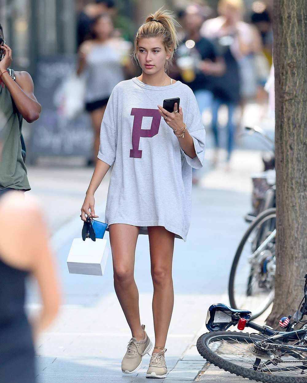 teenvogue: No pants?  No problem.  Here's how to style the shirt dress >>