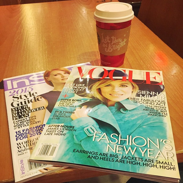 A little light reading as I wait for my flight! 😊📚✈️💋 #HomeBound #Travels #Instyle #Vogue #TheMag #TheLife