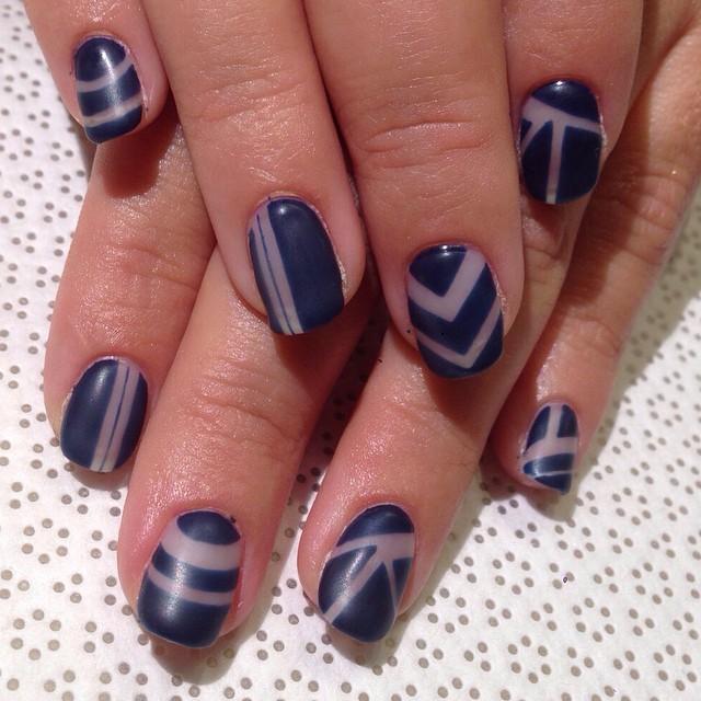 vanityprojectsnyc :     @mee_yagi #Kanae #negativespace #mattegel #handpainted #gelnail #nailart #vanityprojects (at Vanity Projects)