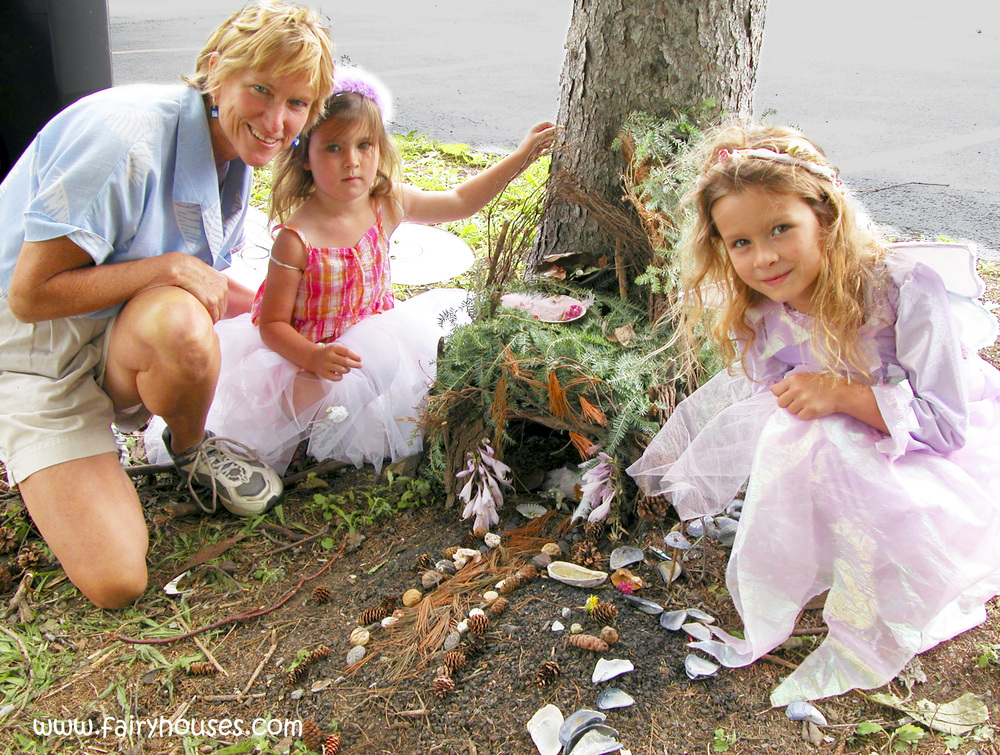 DSCN0188b - tracy w two fairy girls.jpg