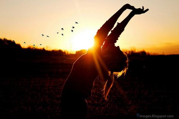 Alone-sunset-girl-cute-pretty-fall-hurt.jpg