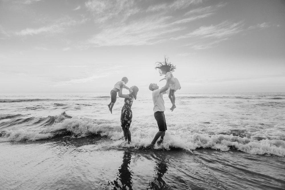 Waikoloa-Hawaii-Family-Photographer-Beach-17.jpg