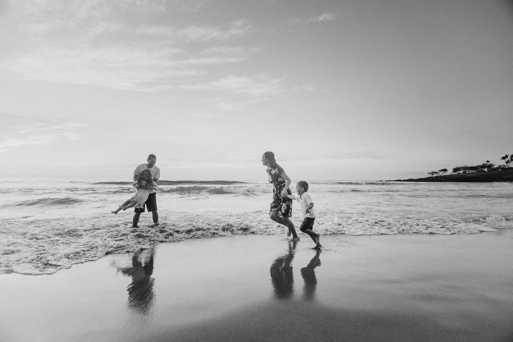 Waikoloa-Hawaii-Family-Photographer-Beach-16.jpg
