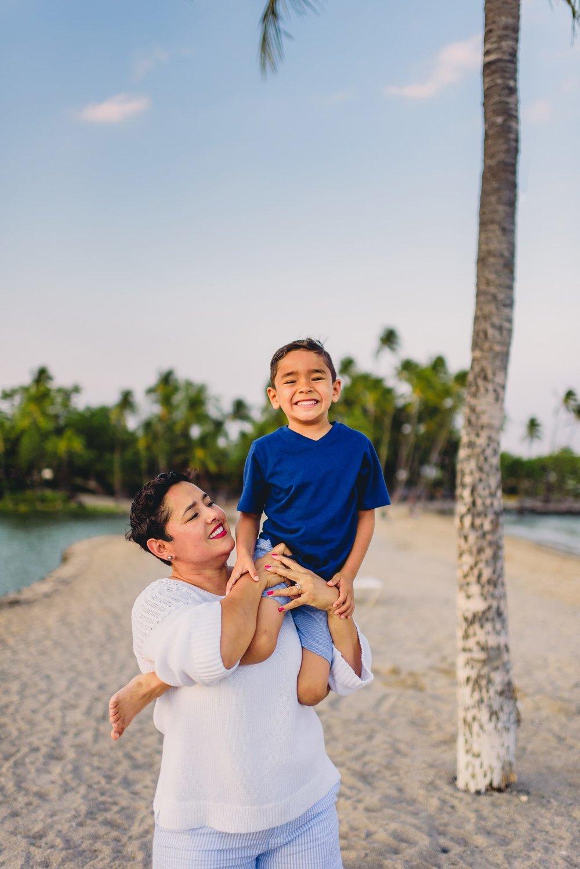 Waikoloa-Beach-Sunrise-Family-Photographer6-1.jpg