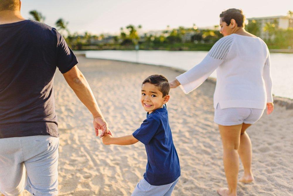Waikoloa-Beach-Sunrise-Family-Photographer13-1.jpg