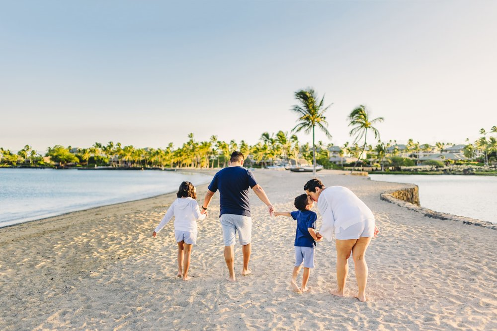 Waikoloa-Beach-Sunrise-Family-Photographer14-1.jpg