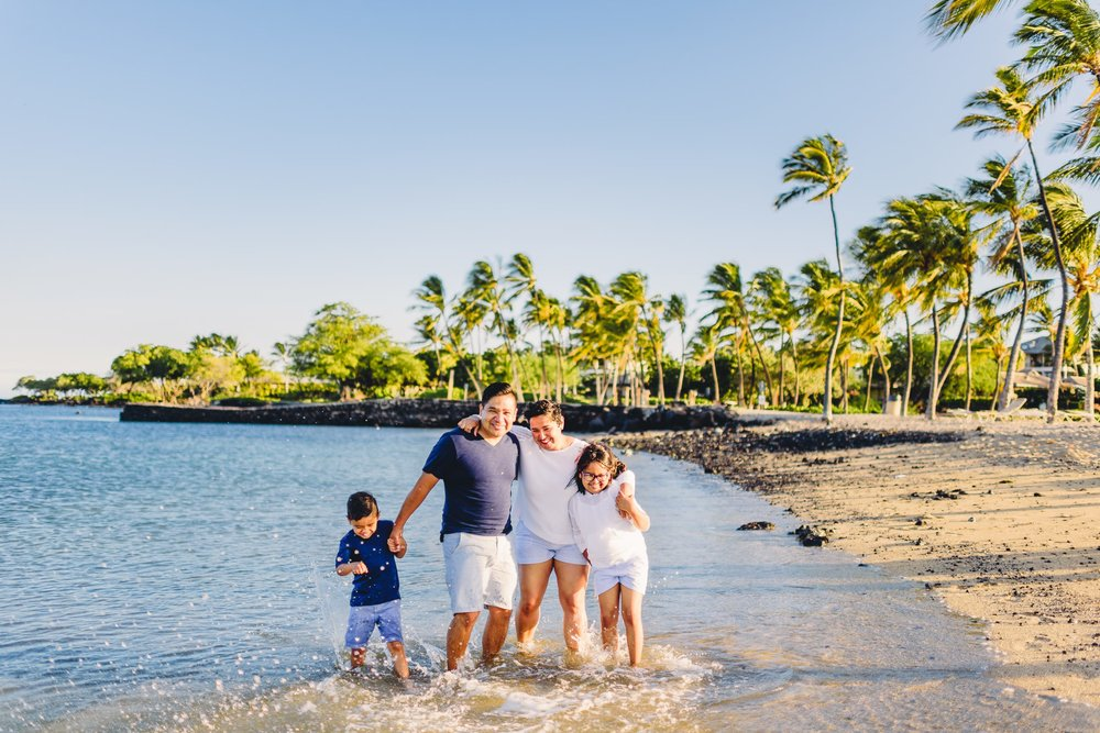 Waikoloa-Beach-Sunrise-Family-Photographer25-1.jpg