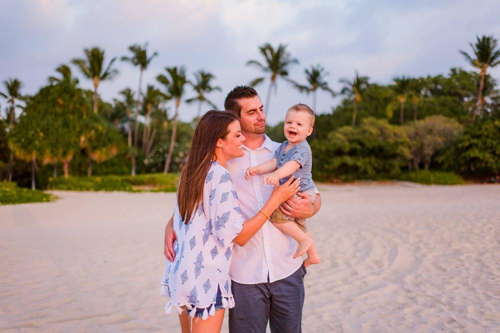 Mauna-Kea-Hotel-Family-Photographer-18-1.jpg