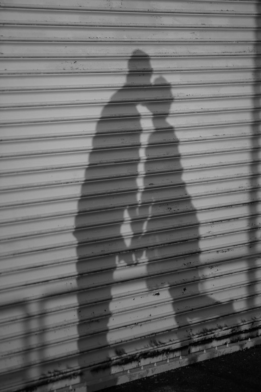 engaged kissing shawdow .jpg