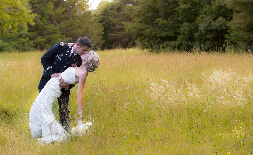 wedding moraine farm dip kiss .jpg