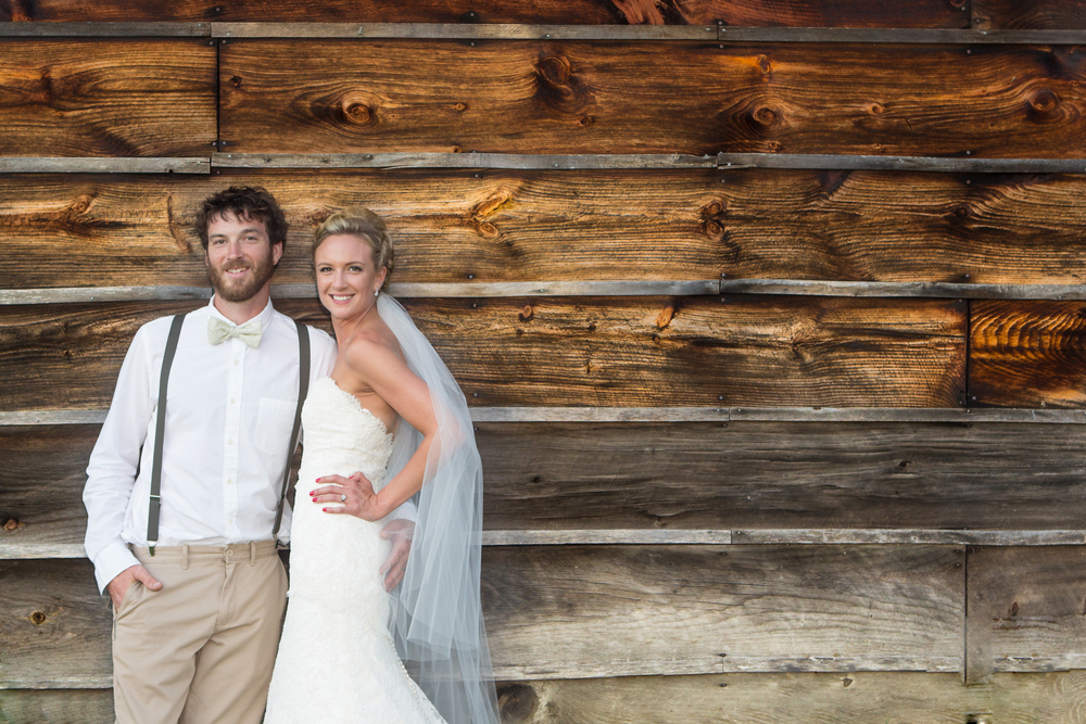 wedding bride groon old barn door .jpg