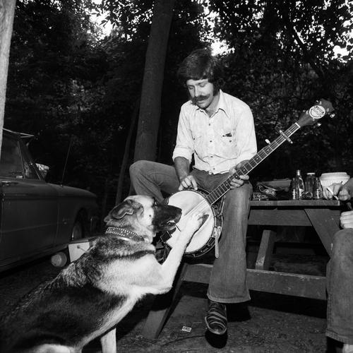 Banjo Pickin' Dog, Gettysburg, PA, 1974