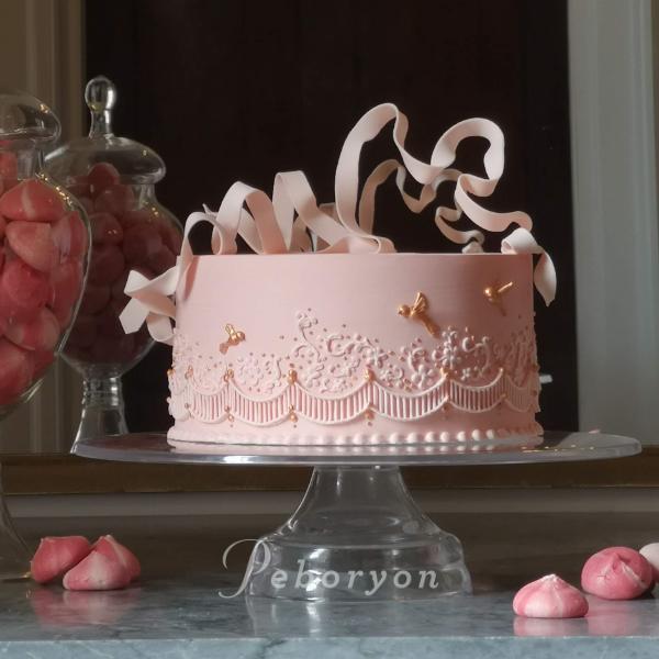 phil_jensen_christine_jensen_peboryon_cornwall_wedding_cake_pink_ribbon_carbis_bay.png