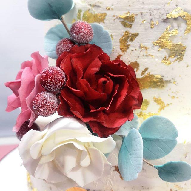 Details. Details. . . . #weddingcake #design #knowyourclient #custom #pastrychef #cornwall #london #peboryon #engaged #weddingplanning #emptyplates #crumbs #happyclient #joy #isaidyes #2019bride #cakepro #luxurycake #victoriasponge #lemonandelderflower #goldleaf