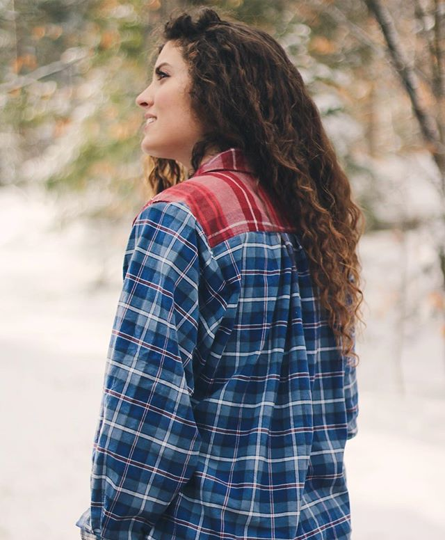 The Mariscotta Flannel // A contrast colored flannel with tribal embroidery details 💌 Women's size Medium // Shop now with the link in our bio! www.mendedthreadsusa.com