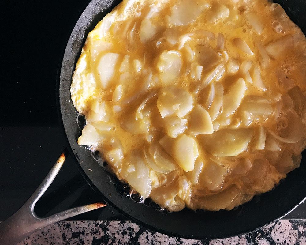 tortilla-04-inthepan.jpg