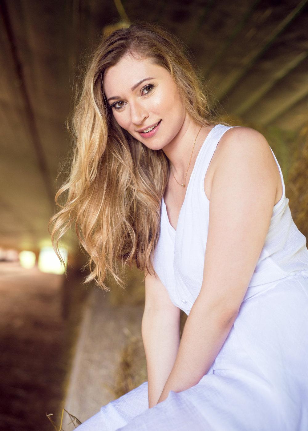 Model: Elizabeth Lenz