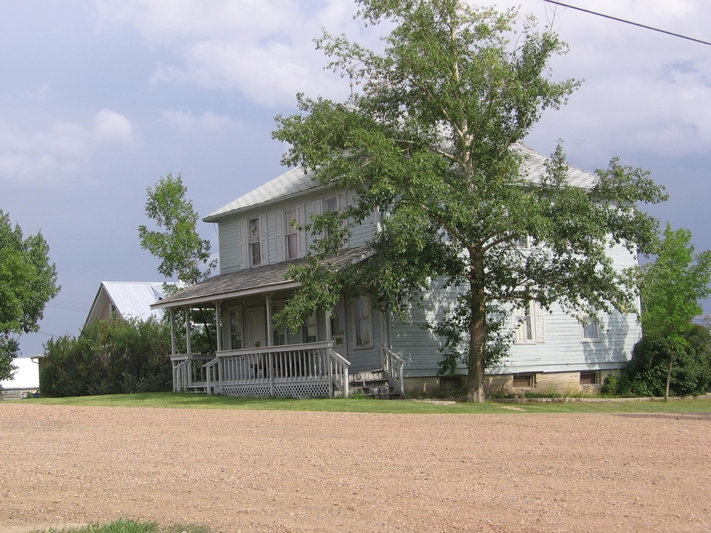 Rural home in Rowley, Alberta