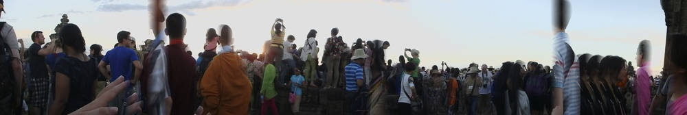 Panoramic view of all the people at the sunset point