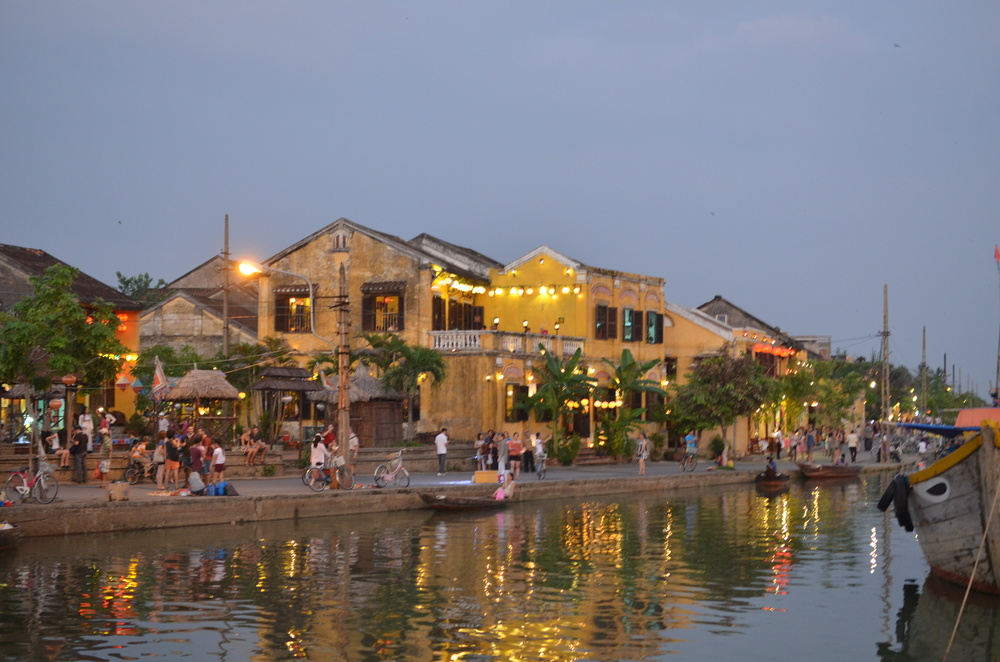 Hoi An's old town at dusk