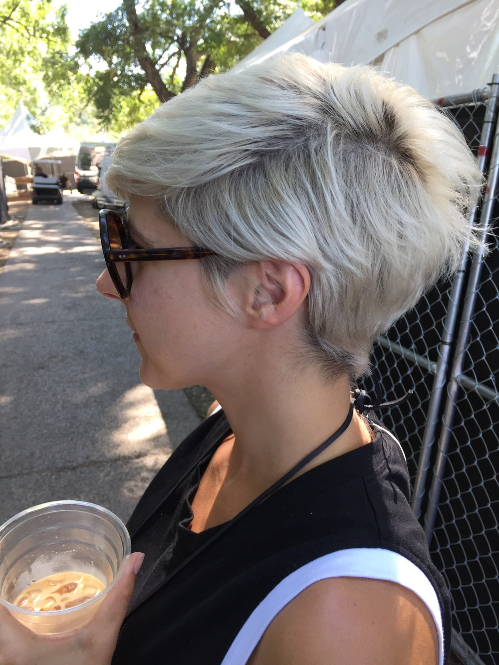 Love her cute cut and hair color.