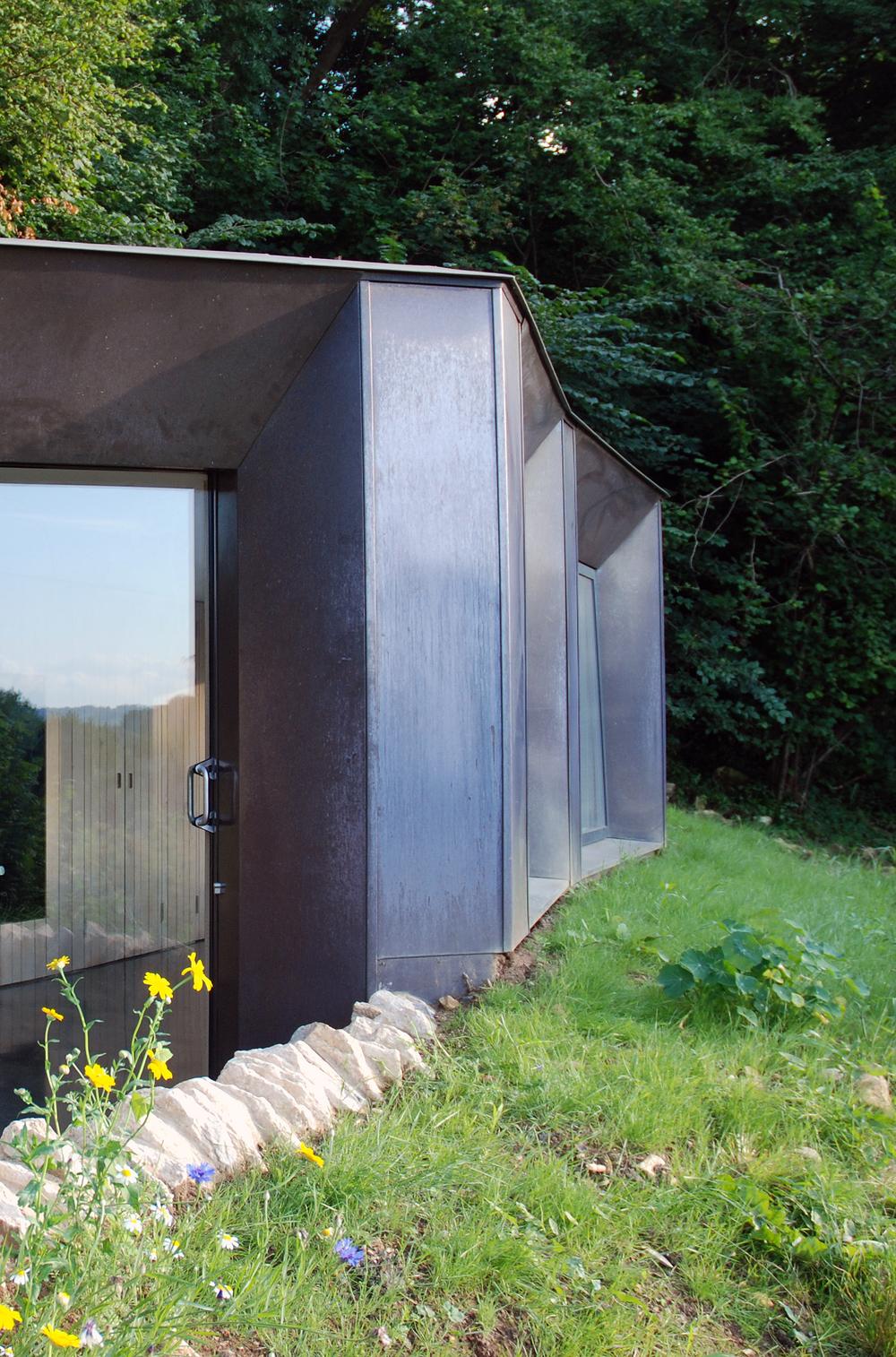 Myrtle cottage garden studio riba national award 2015 for Garden studio