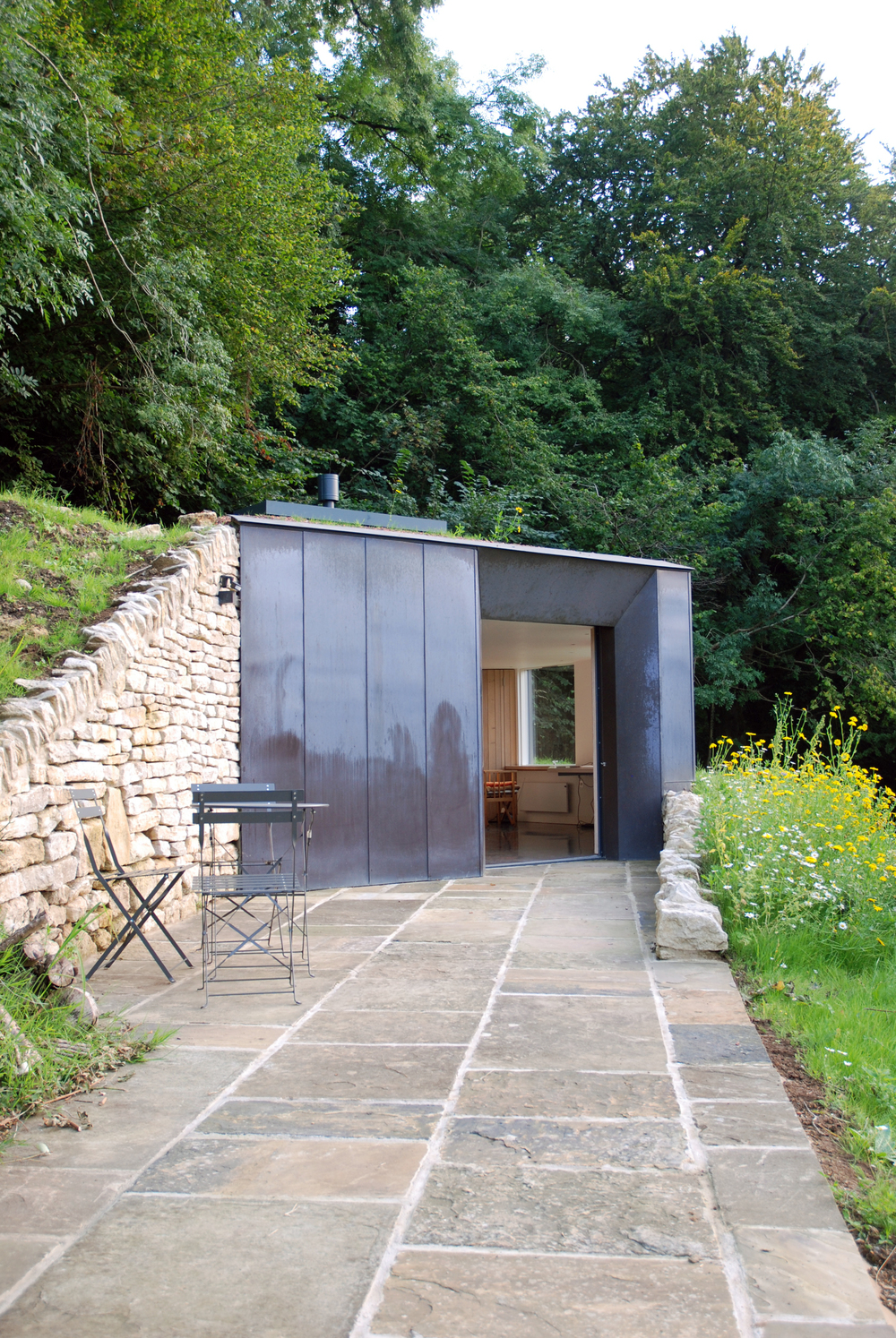 Myrtle cottage garden studio riba national award 2015 for Garden design studio