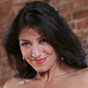 Susan Arruda is a 5 Time Figure Champion and mom of 2.