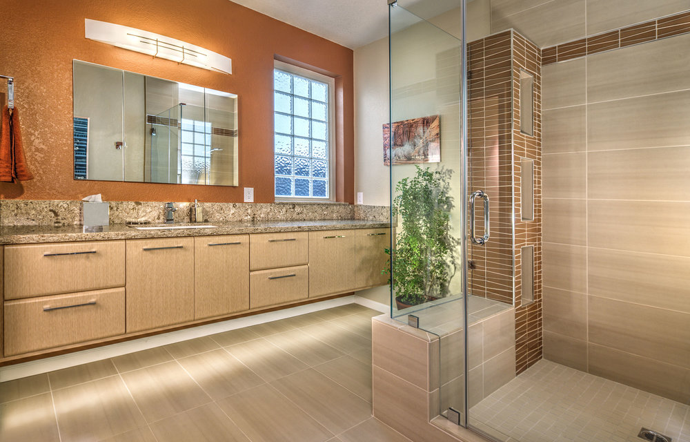 MEDIUM/LARGE BATHROOMS - 1st Place Judge's Choice Katherine Russell/Leah Pugh Dreambuilders Home Remodeling, Inc.