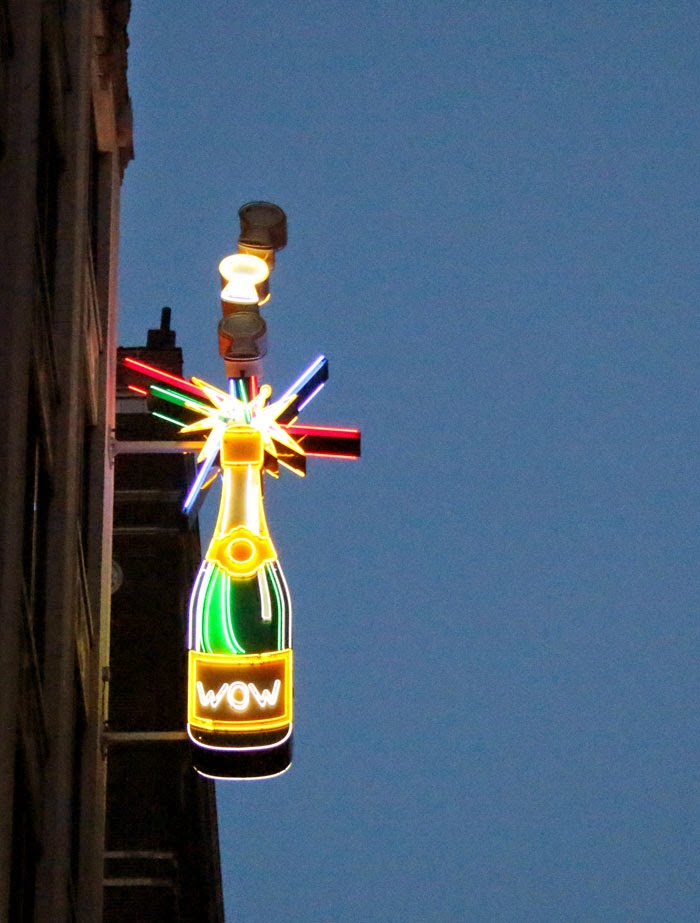 saint-louis-stl-downtown-neon-sign-signage-wow-champagne.jpg