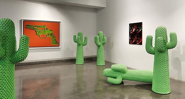 Marilyn, Flowers, Lips, Gun, Mirror, Cactus @ordovasgallery @pilar.ordovas excellent immersive Pop Art exhibition just opened. #ordovas #andywarhol #cactus #guns #marilynmonroe #curation #immersive