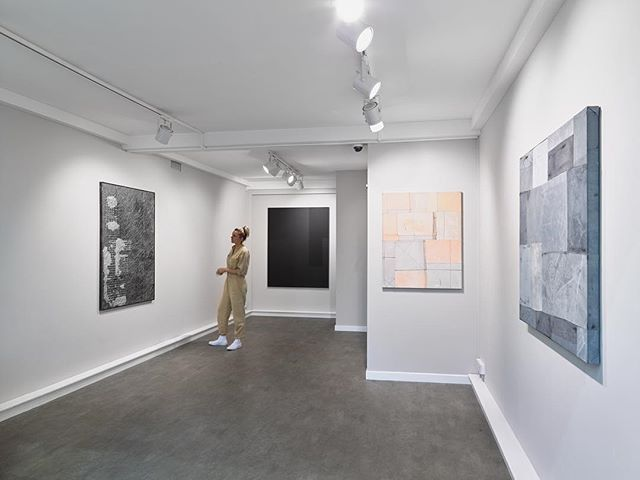 Last weekend of 'Markers'  at 93 Piccadilly @encountercontem @richeldisfineart ! If you have not yet done so do pop by and view this fantastic collection of paintings by @kristiankragelund @danieldavies__ @tess_williams_studio @struan_teague @arjanjanssen #markers #encountercontemporary #curation #collectors #emergingartist #contemporarypainting