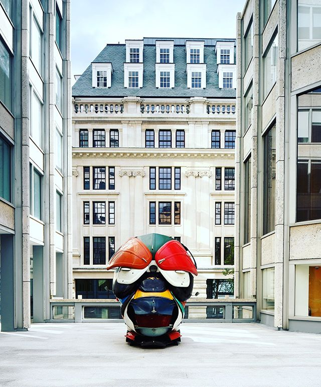 Delighted to reveal @zakove debut exhibition of 'Autonomous Morris' the next major sculpture installation @encountercontem have curated for Smithson Plaza in St James's in partnership with @vigogallery @tishmanspeyer . Standing at approximately 10-feet high, the 'Autonomous Morris' sculpture is the largest mask the artist has completed to date and is set to be unveiled to the public on Friday 5th October, during Frieze London, remaining on show in the plaza until early 2019.  Ove's powerful works are currently being exhibited @britishmuseum @154artfair at Somerset House @new_art_centre and San Francisco Civic Centre. We are honoured to add our program at the Smithson Plaza to this amazing group! Previous exhibitions @yspsculpture @tatebritainlondon @britishmuseum @somersethouse and the list goes on! Go to the website for more info and to arrange viewings. #zakove #autonomousmorris #vigogallery #tishmanspeyer #smithsonplaza #publicsculpture #encountercontemporary #institutional #mask #carmask #yorkshiresculpturepark #tatebritain #somersethouse #sculpturepark #frieze2018