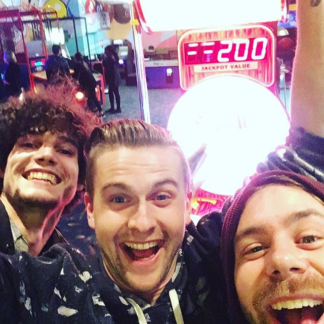 When you break down for the second time on tour but it's right in front of a big ass arcade! Small miracle? #tour #arcade